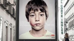 Merkwaardig reclamebord tegen kindermishandeling