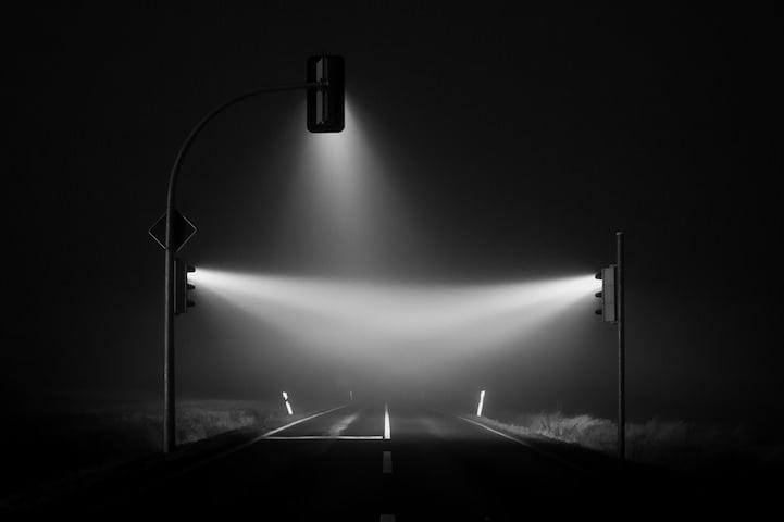 Verkeerslichten in de mist